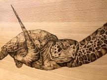 Detalle pirograbado tortuga 01